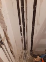 Отвод кабелей в штробе от электрощита