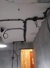 Монтаж кабеля вдоль потолка